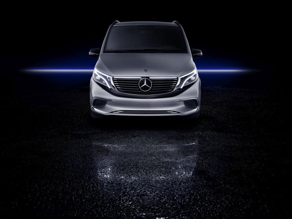 Будет заряжаться 15 мин.: Mercedes разработал электрический минивэн EQV